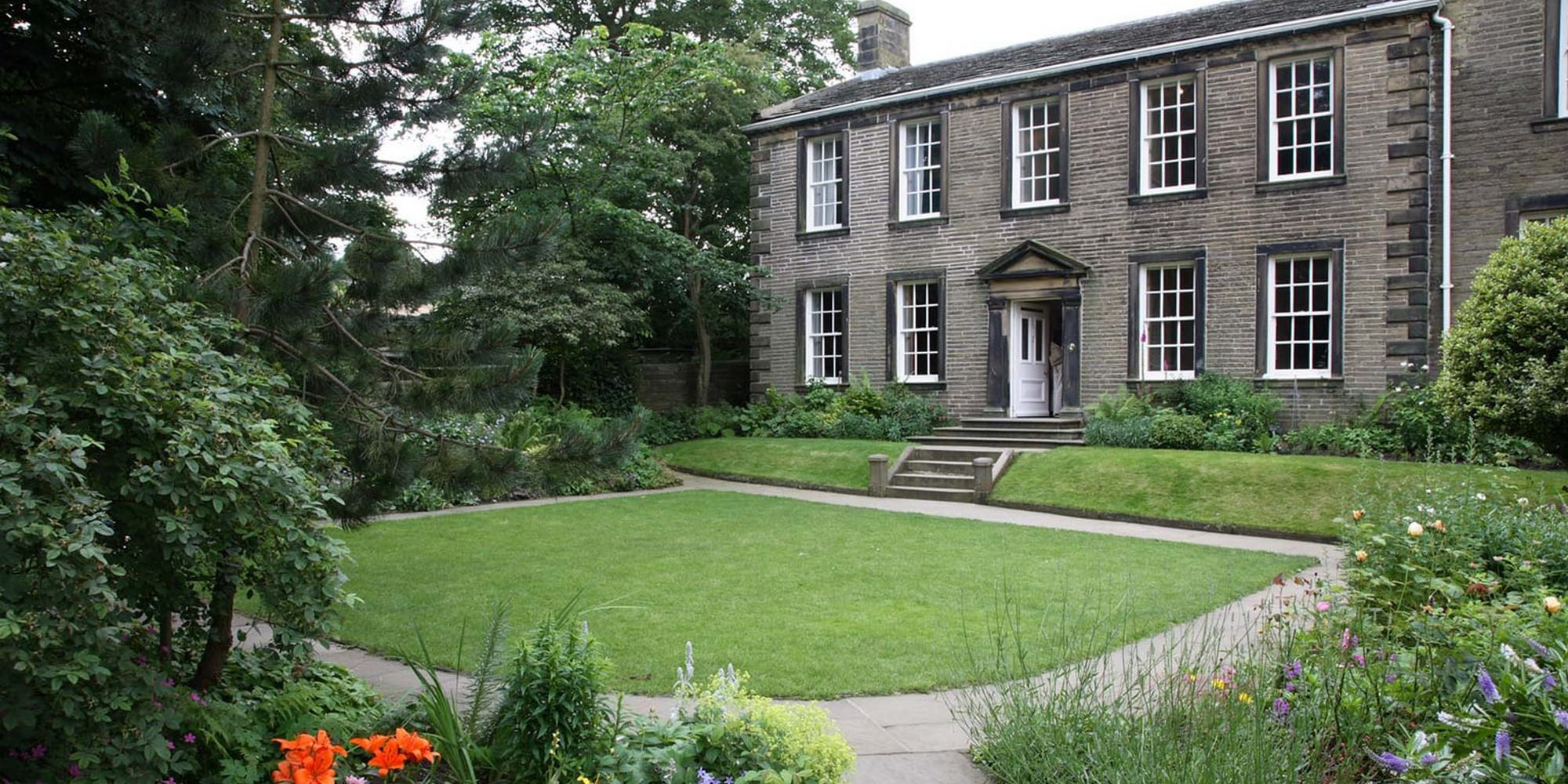 /images/upload/blog/1494/1494_bronte-parsonage-museum-1536.jpg